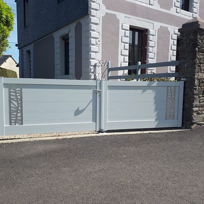 Pose portail de clôture Aluminium Blanc - Saint-Hervé (22)