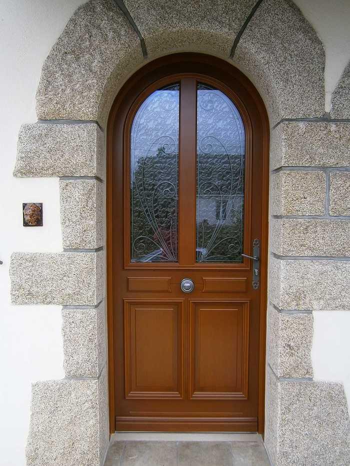 Porte d''entrée à Saint Jean Brévelay 35