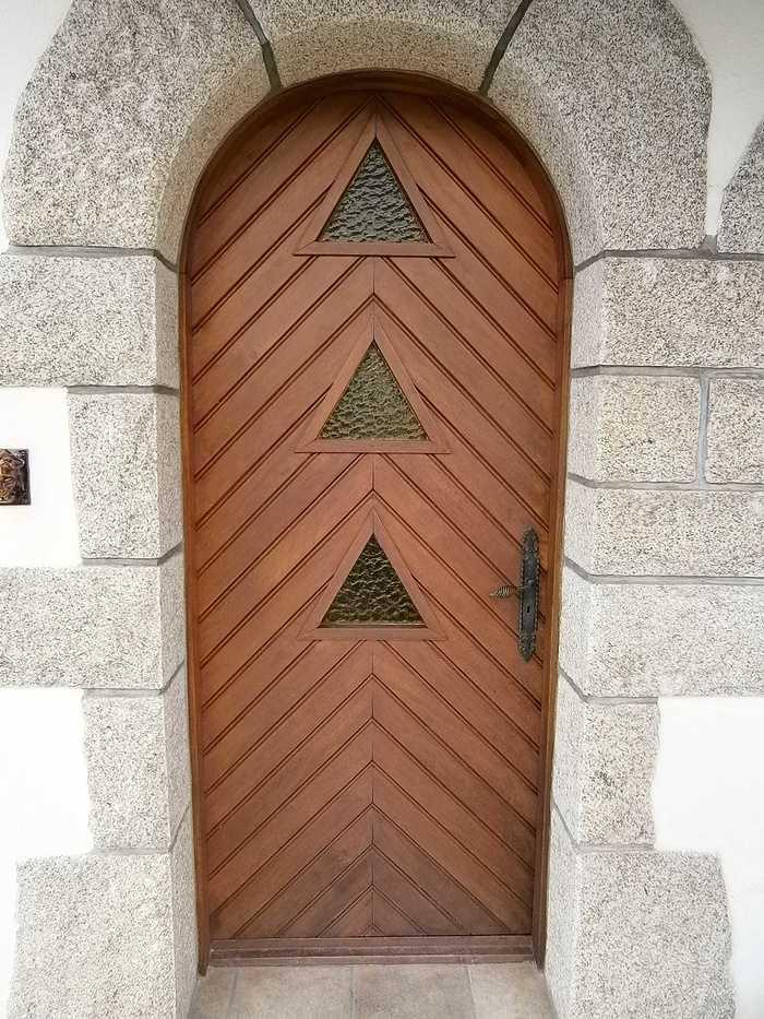Porte d''entrée à Saint Jean Brévelay 34