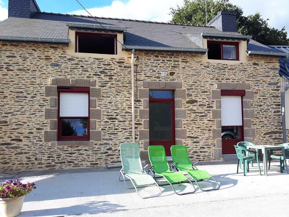 Fenêtres, porte d''entrée en PVC et volets roulants solaires - Bréhan, Morbihan 0