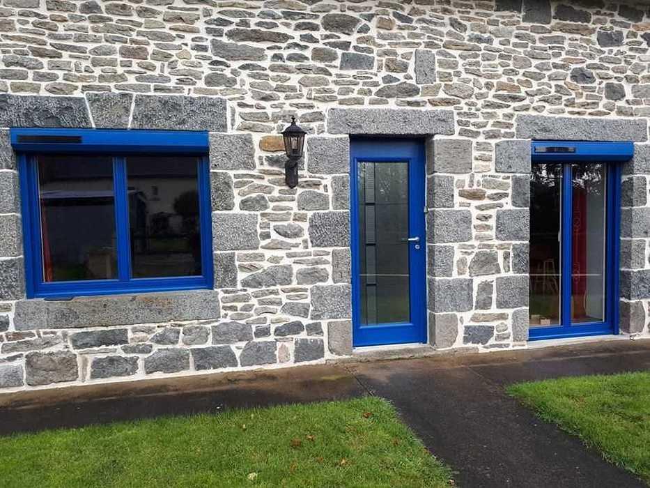 Fenêtres, porte d''entrée en ALU Bel''M et volets roulants solaires - Saint Jacut du mené, Côtes d''Armor 5120246421603090176136541197384320315031552n