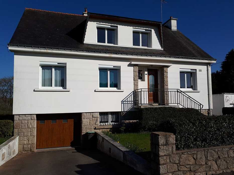 Fenêtres, porte d''entrée en PVC, volets roulants solaires et porte de garage - Pontivy, Morbihan 0