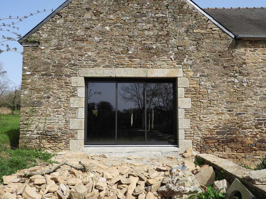 Longère à Plouguenast (22) Fenêtres Aluminium: noir sablé 2100 dscn08231