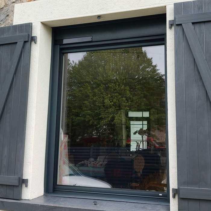 Fenêtres aluminium et volets roulants solaires integrés - Loudéac id3